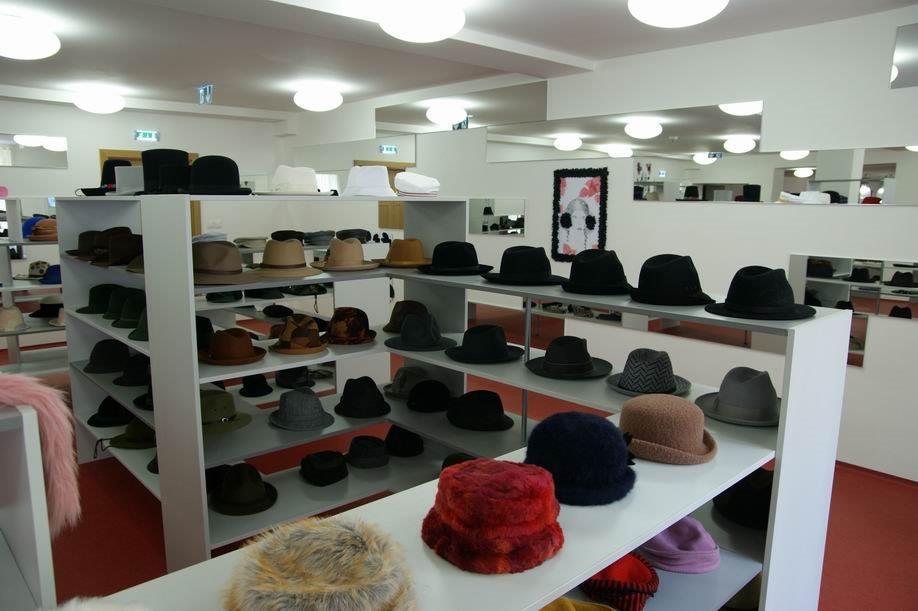 Úpravě klobouků je věnovaná druhá část expozice. 798d839635